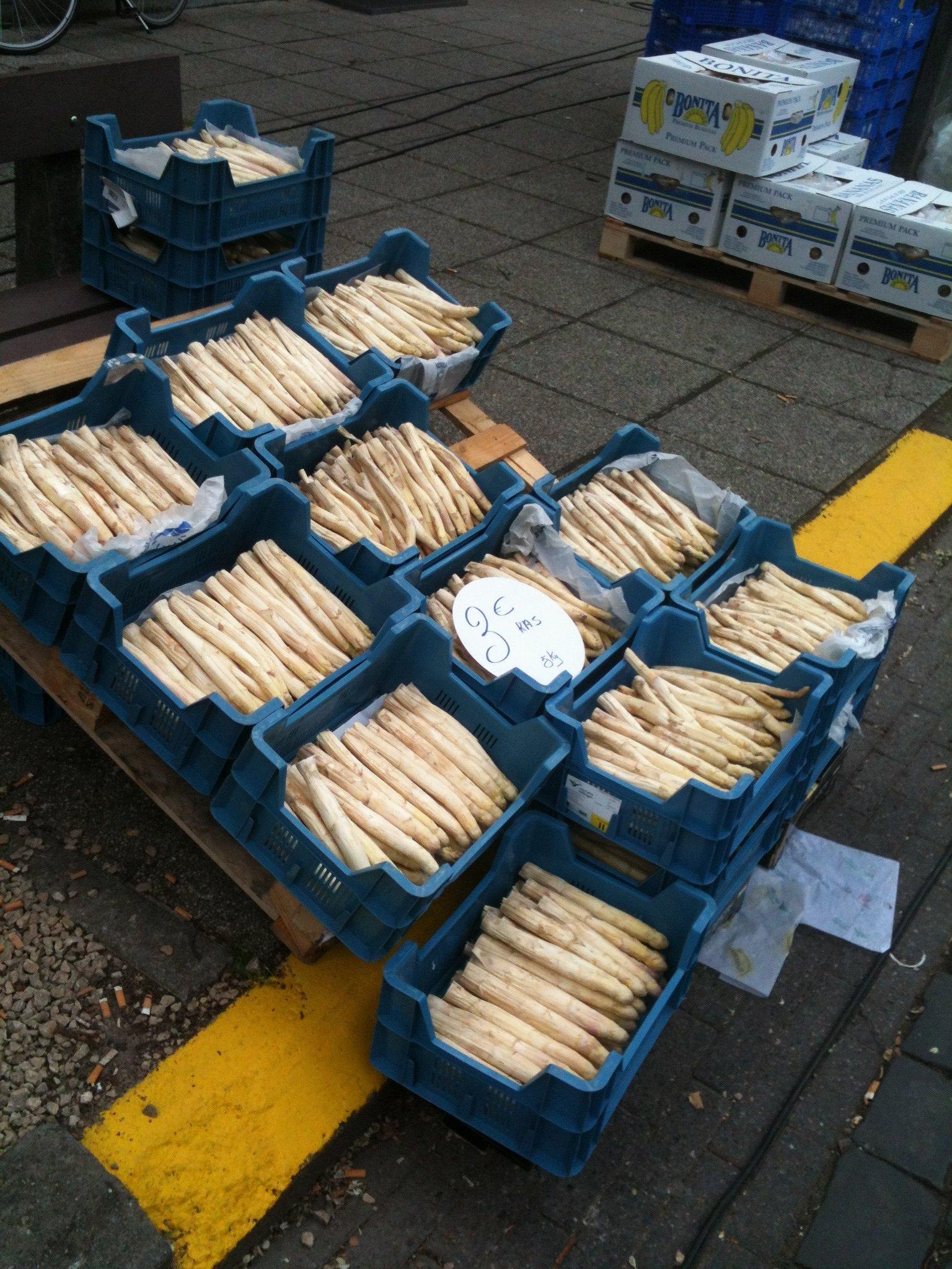 white-asparagus-market-vennerstraat-genk